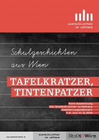 """schwarze Schultafel mit Titel der Ausstellung """"Tafelkratzer, Tintenpatzer"""""""