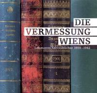 Ausstellungssujet: bunte Buchrücken, darauf weiße Schrift