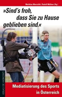 Buchcover mit Farbphotographie: Kameramann steht unmittelbar neben einem Fußball-Tormann
