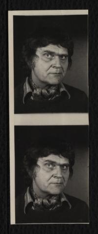 Automatenphotographien mit Portrait eines Mannes in schwarz-weiß
