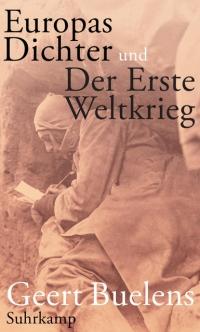 Schwarz-Weiß-Photographie in Sepia-Ton; schreibender Mann in Schützengraben