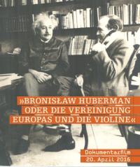 Schwarz-Weiß-Photographie: zwei Männer sitzen vor einem Bücherregal, der rechte hält eine Geige in der Hand
