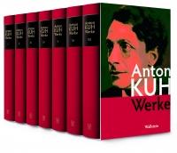 Farbphotographie: sieben Bände mit rotem Einband in Schuber, auf dem Schuber Portrait eines Mannes