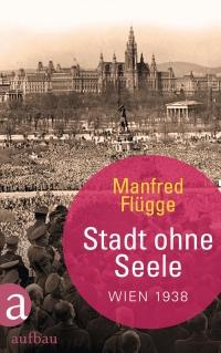 schwarz-weiße Fotografie einer Menschenmenge auf dem Wiener Heldenplatz mit Blick aufs Rathaus